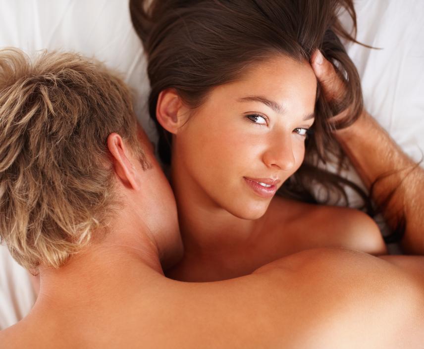 Fiúk és férfiak, tényleg mindig erekciótok van a csóktól és/vagy az öleléstől?