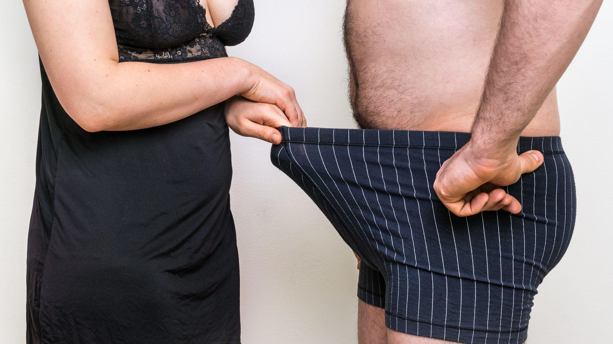 nő a pénisz a lábak között fiatal férfiak péniszei