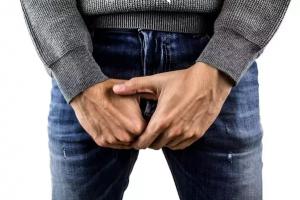 hogyan lehet segíteni egy erekciós srácnak megkötött pénisz