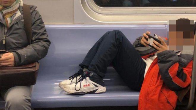pufók srácok a metróban